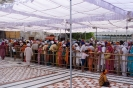 Amritsar, Golden Temple, wachten voor het heiligdom.