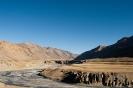 Manali naar Leh, rivieren doorsnijden de vallei.