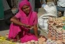 Bikaner, Meisje verkoopt aardewerk voor de viering van Diwali