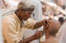 Varanasi, frisse shave op straat