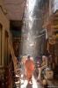Varanasi, steegje in het ochtendlicht