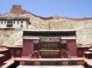 Lhasa naar Kathmandu<br />- Klooster<br />binnenplaats bij het<br />Pelchor Chode